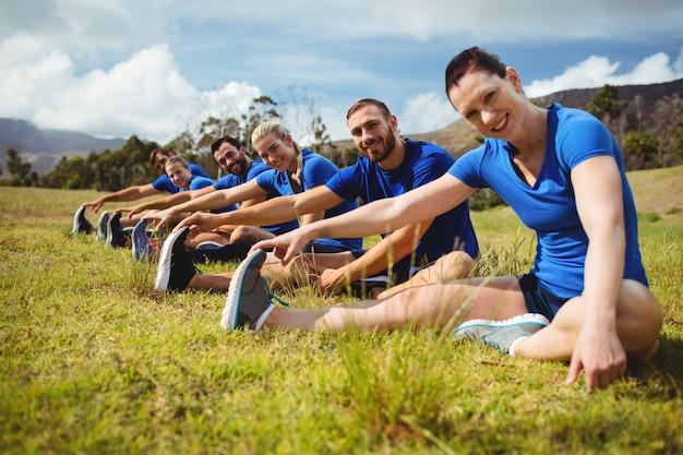 Dopasuj osoby ćwiczące na obozie