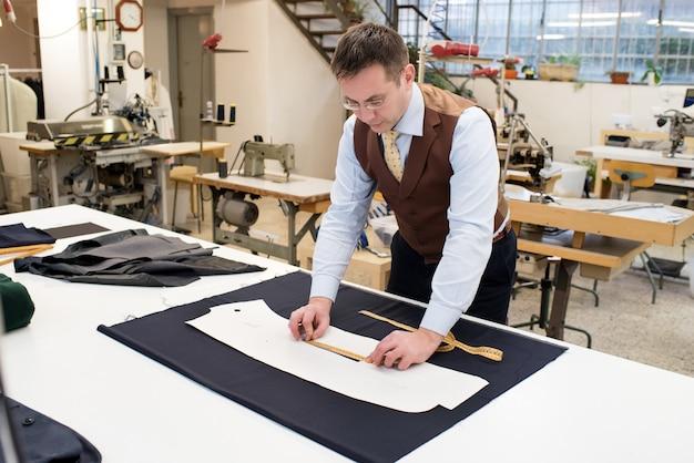Dopasuj wzór kurtki do papieru pomiarowego