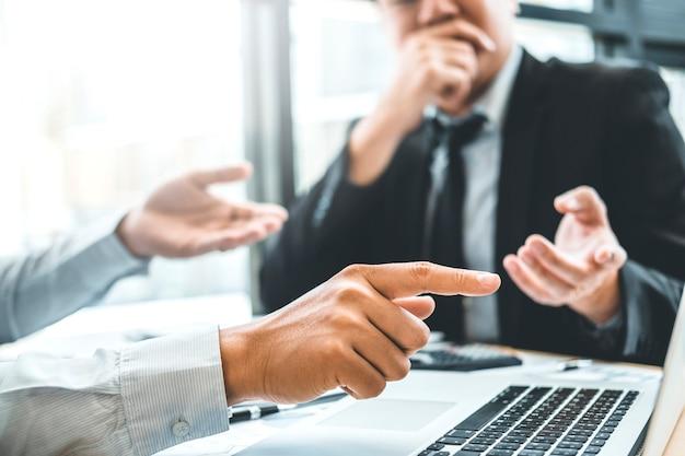 Doradztwo współpracujące spotkanie biznesowe zespół planowanie strategia analiza inwestycji