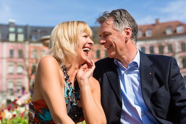 Dorośleć pary podczas wiosny w mieście