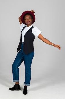 Dość czarna kobieta z afryki