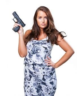 Dość mafia kobieta trzyma pistolet