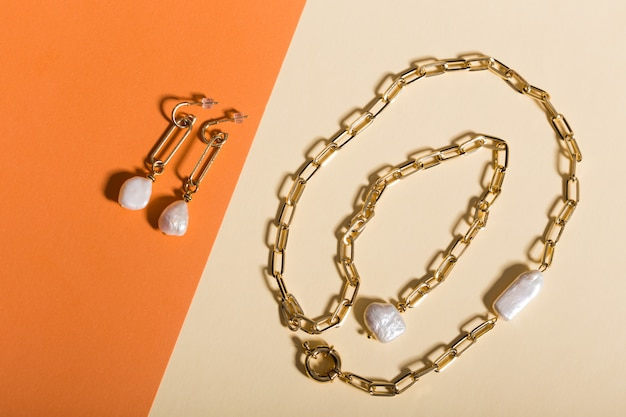 Doskonałe akcesoria. modny komplet biżuterii. modna biżuteria i biżuteria.
