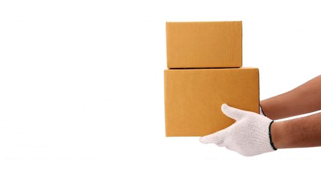 Dostawa przekazująca paczkę odbiorcy