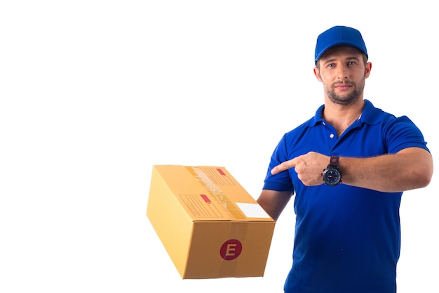 Dostawa pudełek do pakowania w celu przygotowania wysyłki do klienta
