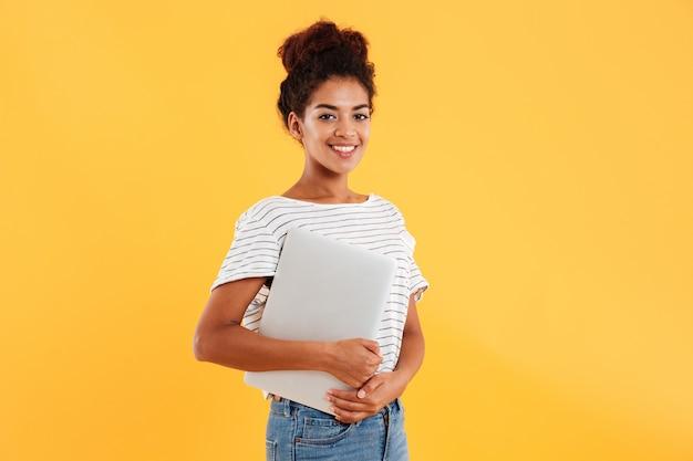 Dosyć afrykański damy mienia laptop