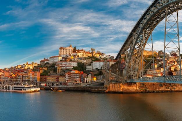 Douro rzeka i dom luis most, porto, portugalia