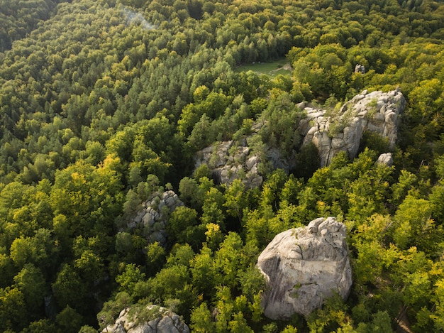 Dovbush rocks starożytny jaskiniowy klasztor w karpatach