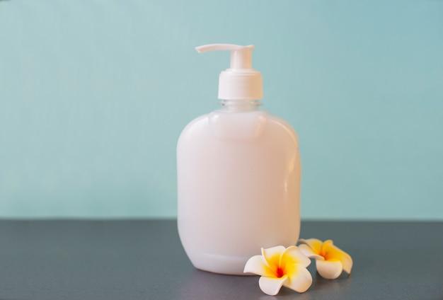 Dozownik mydła w płynie z kwiatkiem mango do dezynfekcji i mycia rąk