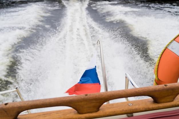 Drabina na pokładzie jachtu żaglowego. sankt petersburg, rosja