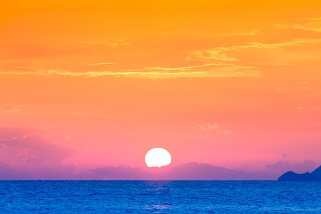 Dramatyczny panoramiczny tropikalny plaża niebo zachód słońca