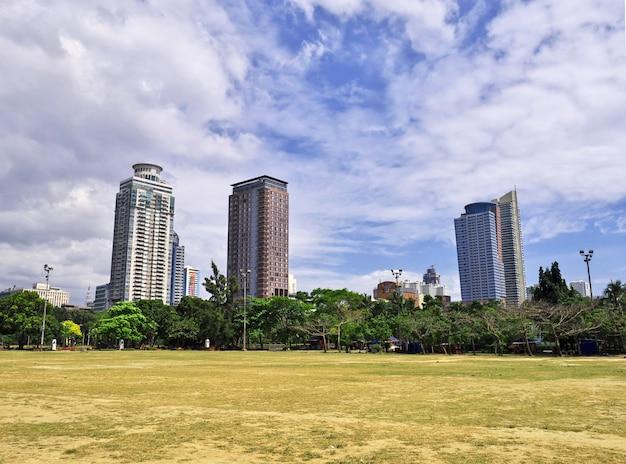 Drapacze chmur w manila mieście, filipiny