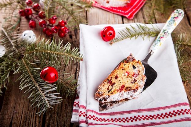 Dresdnen stollen świąteczne ciasto owocowe