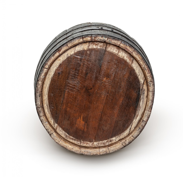 Drewniana beczka z żelaznymi pierścieniami.