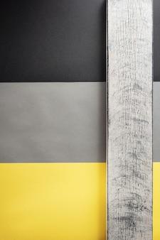 Drewniana cegła w kolorowe tło