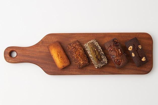 Drewniana deska do krojenia i chleb poszycia