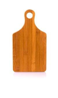 Drewniana deska do krojenia na białym tle