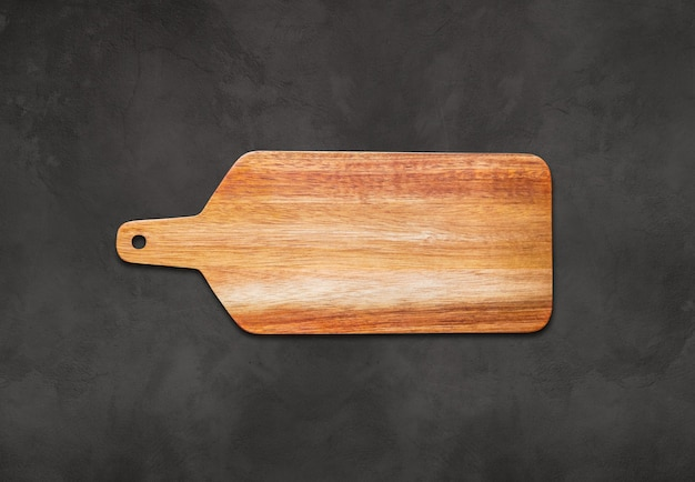 Drewniana deska do krojenia na tle betonu