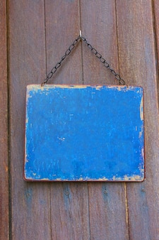 Drewniana etykieta powiesić na drzwiach