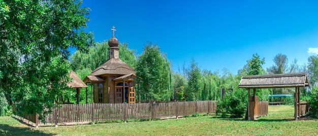 Drewniana kaplica w mieście vilkovo, ukraina