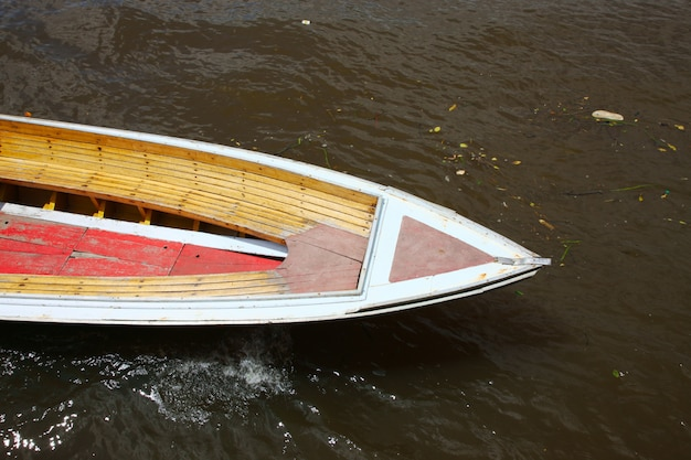 Drewniana łódź