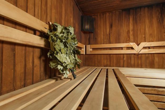 Drewniana sauna do relaksu i odnowy biologicznej.