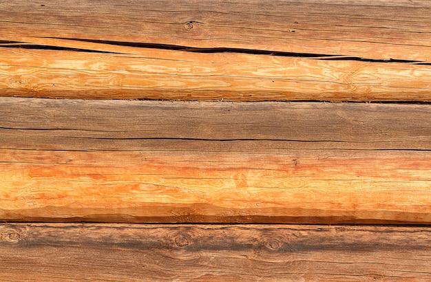 Drewniana ściana z bali jako stołowa tekstura