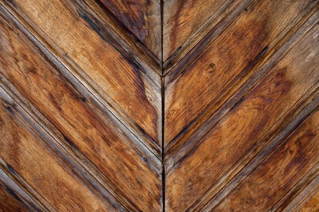 Drewniana ukośna powierzchnia