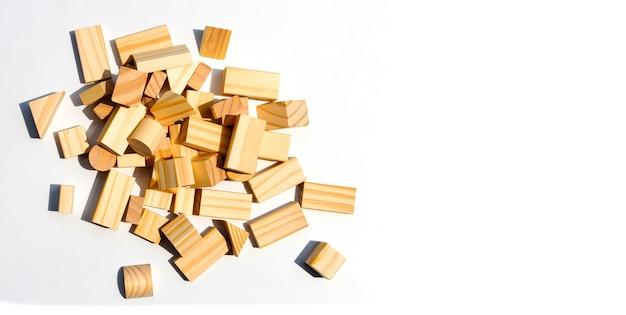 Drewniane bloki konstrukcyjne.