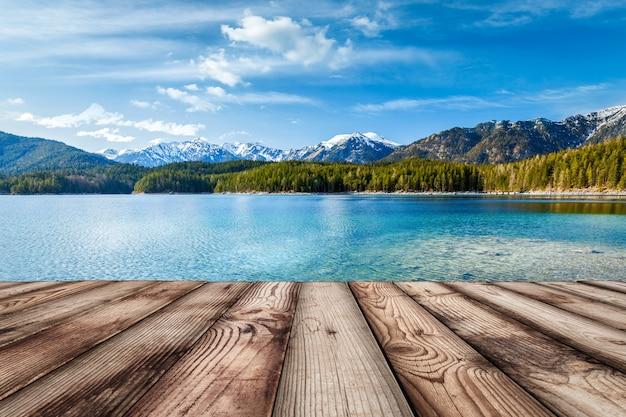 Drewniane deski tło z jeziorem, niemcy
