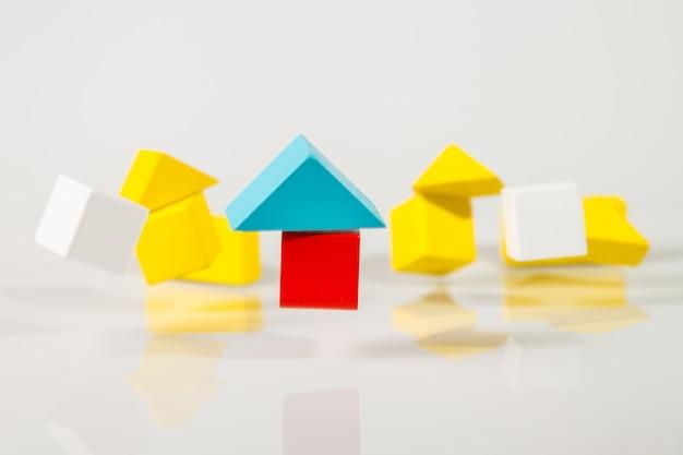 Drewniane domy modelu się trzęsą