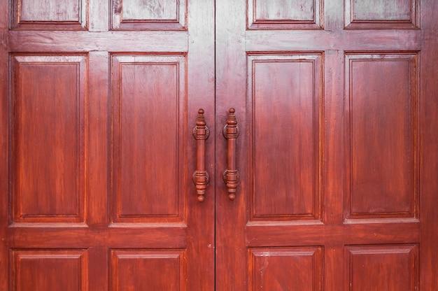 Drewniane drzwi brązowe retro