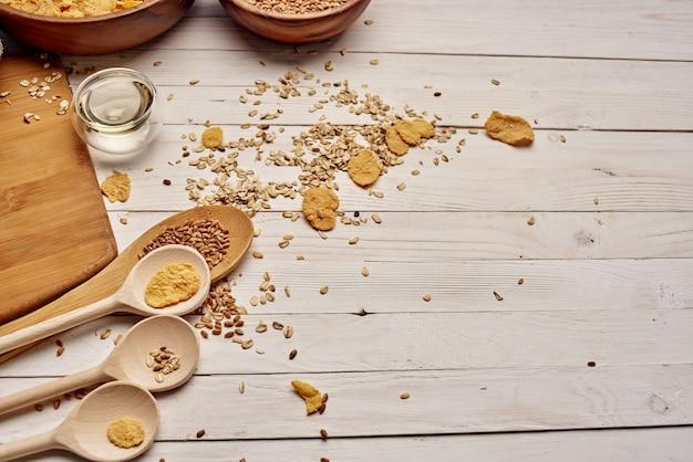 Drewniane elementy kuchenne zdrowe śniadanie drewno tło. zdjęcie wysokiej jakości
