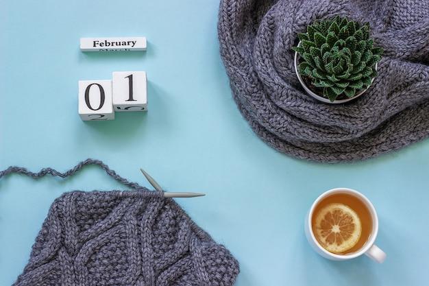 Drewniane kostki kalendarzowe 1 lutego