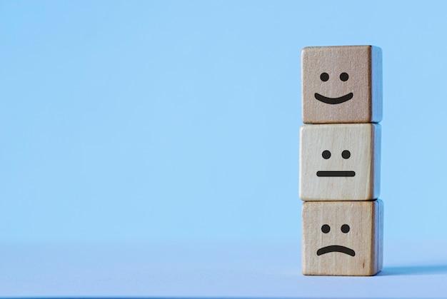 Drewniane kostki z zestawem emocji