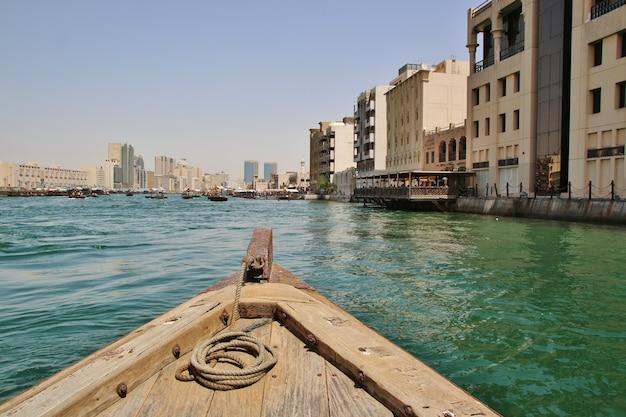 Drewniane łodzie w dubaju
