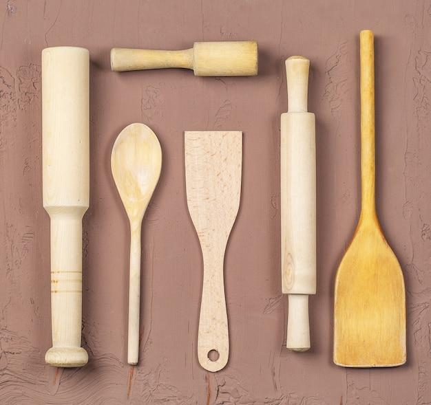 Drewniane łyżki, szpatułki i wałek do ciasta