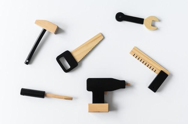 Drewniane narzędzia dla dzieci