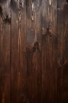 Drewniane, pomalowane na brązowo detale powierzchni