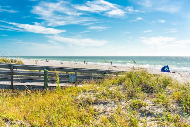 Drewniane promenady indian skały plaży na florydzie, usa