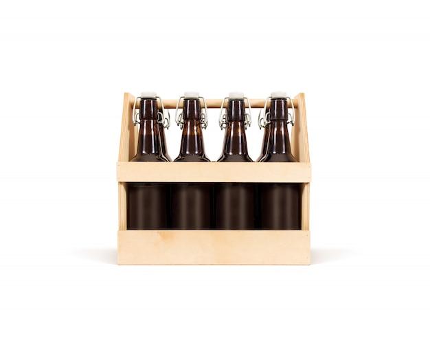 Drewniane pudełko piwa na białym tle