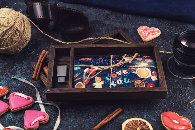 Drewniane pudełko ze zdjęciem na walentynki lub wesele