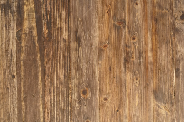 Drewniane ściany wykonane z tarcicy są ścianami i gwoździami do trzymania. popularna dekoracja domu w stylu vintage tajski oryginalny. miejsce na kopię.