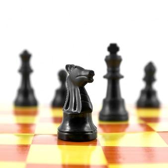 Drewniane szachy król inteligencja pokładzie