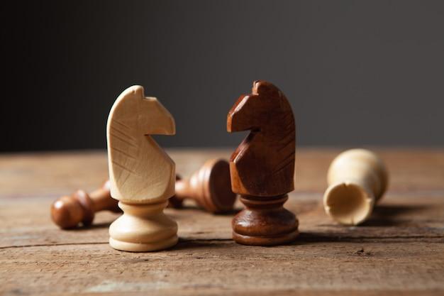 Drewniane szachy na drewnie