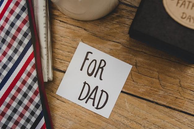 Drewniane tablice z napisem dla taty