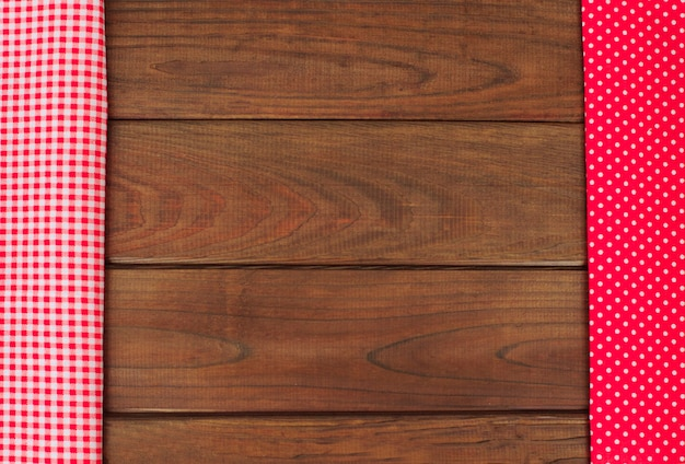 Drewniane tła z czerwoną i białą kratkę tkaniny granicy.