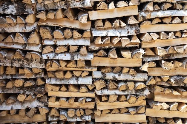 Drewniane Tło Drewno Opałowe Na Zimowe Stosy Drewna Opałowego Premium Zdjęcia