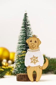 Drewniane zabawki symbol roku 2010 na zimę