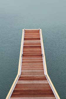 Drewniany chodnik pomost
